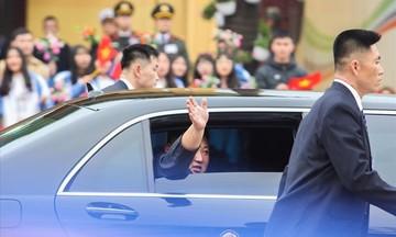 Chủ tịch Triều Tiên Kim Jong Un chính thức tới thủ đô Hà Nội