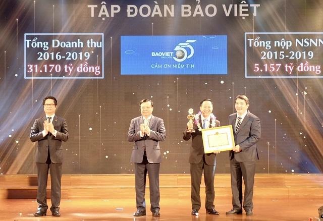 Dai-dien-BV-nhan-ky-niem-chuon-4126-8345
