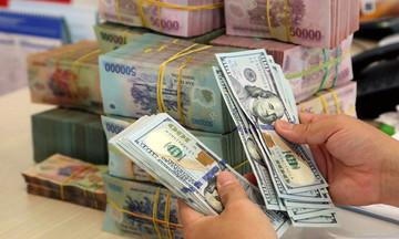 Vì sao tỷ giá USD trên thị trường 'chợ đen' tăng cao?