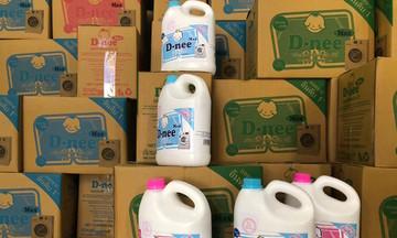 Phát hiện xưởng sản xuất hàng nghìn can nước giặt giả mạo nhãn hiệu tại Hà Nội