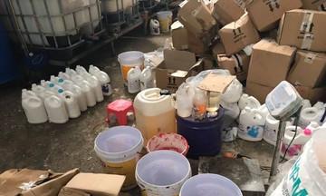 Dùng 'công nghệ xô chậu' sản xuất nghìn chai nước giặt giả