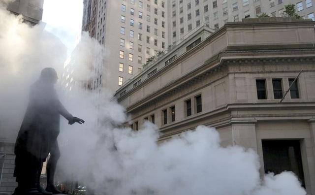 'Cú sốc' thị trường tài chính thế giới sau vụ sụp đổ quỹ đầu cơ lớn của phố Wall