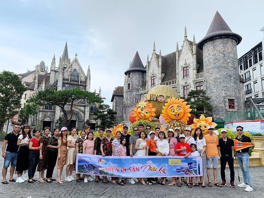 """Việc miễn phí vé cáp treo đã thu hút nhiều đoàn du khách MICE đến với Khu du lịch Sun World Bà Nà Hills kể từ khi phát động chương trình """"Miền Di sản diệu kỳ - Amazing Central Heritage"""""""