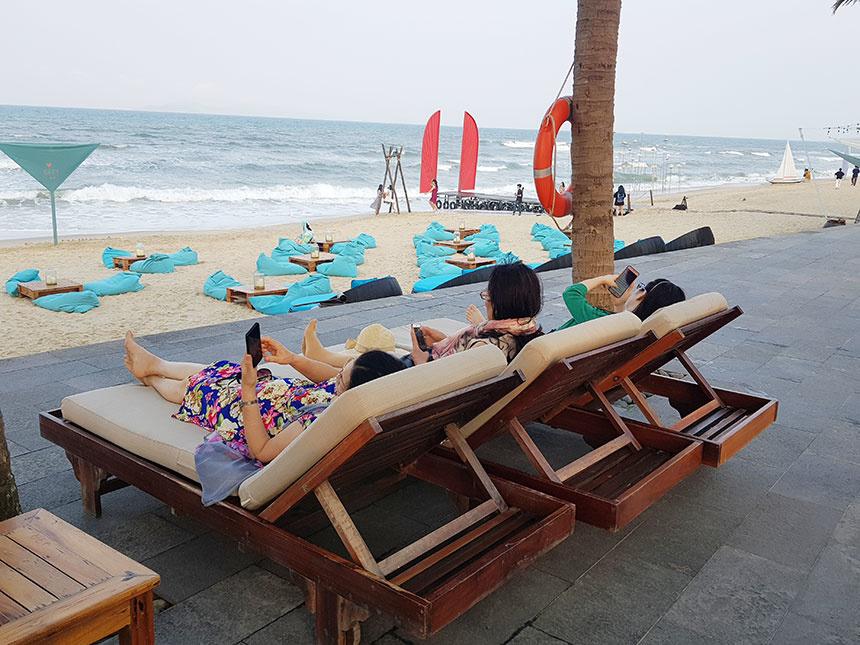 Các chương trình giảm giá kich cầu đã giúp nhiều du khách tận hưởng được những dịch vụ cao cấp tại các khu du lịch nghỉ dưỡng nổi tiếng ở Đà Nẵng
