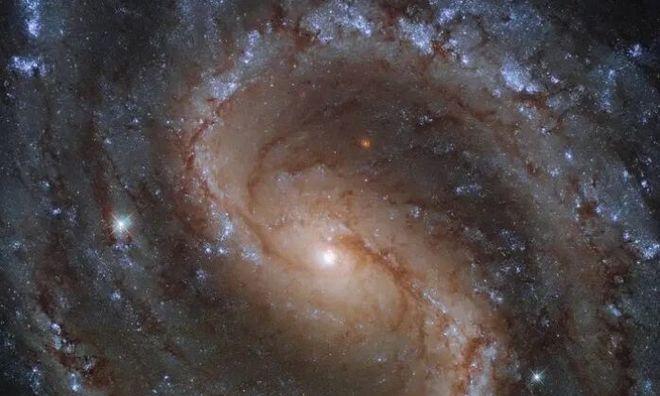 """<p> <strong>Kính viễn vọng Hubble đã chụp được bức chân dung của """"thiên hà đã mất"""", nằm cách Trái đất khoảng 50 triệu năm ánh sáng.</strong></p>"""
