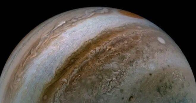 <p> <strong>Hình ảnh này ghi lại các luồng phản lực khổng lồ trên Sao Mộc để cho thấy bầu khí quyển hỗn loạn bao trùm hành tinh khí khổng lồ.</strong></p>