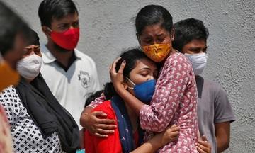 Tình hình dịch bệnh tồi tệ giáng đòn nặng vào kinh tế Ấn Độ