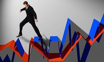 Chứng khoán: Đã đến lúc ưu tiên quản trị rủi ro hơn là lao theo 'con sóng'?
