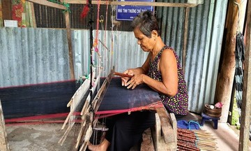 Tạo sinh kế cho đồng bào Khmer ở Tịnh Biên (Bài 2): Khôi phục và phát triển nghề dệt thổ cẩm Văn Giáo
