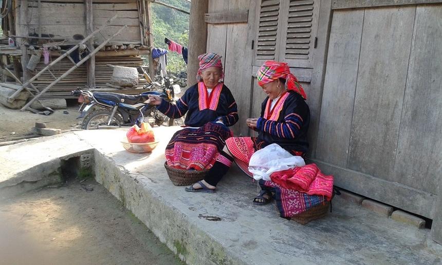 Phu-nu-Mong-Hoa-trang-tri-cho-2401-1277-