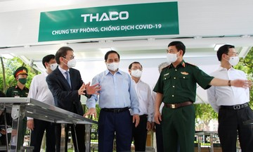 Thaco tài trợ xe chuyên dụng vận chuyển vắc xin và tiêm chủng lưu động