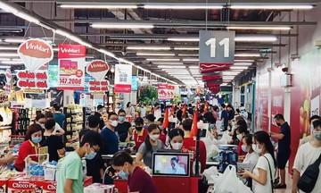 Khách tăng vọt, siêu thị ở Hà Nội đảm bảo đủ hàng hoá