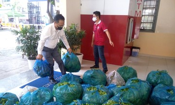 Doanh nghiệp hỗ trợ 25 tấn rau củ quả cho người dân ở 'tâm dịch' Tp.HCM