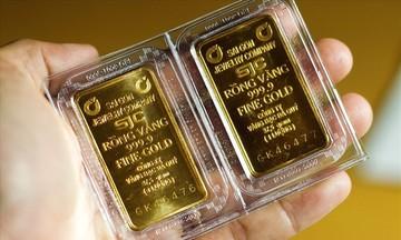 Giá vàng giảm mạnh, đồng USD chững lại trong phiên đầu tuần