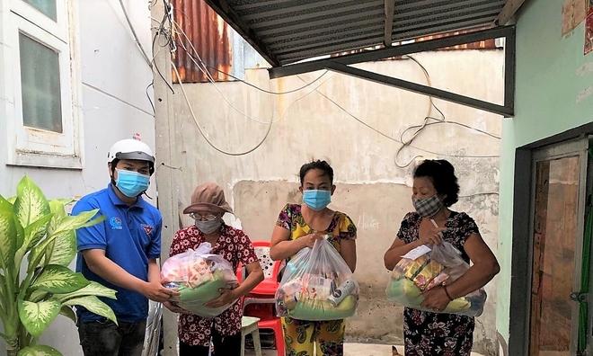 """""""Chợ Nghĩa Tình"""" cung ứng nhu yếu phẩm miễn phí cho người dân khu vực bị cách ly"""
