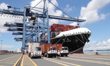 Tăng trưởng xuất khẩu phụ thuộc lớn vào kiểm soát dịch bệnh trong nước