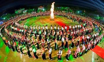 'Tiếp lửa' nghệ thuật xòe Thái ở Điện Biên