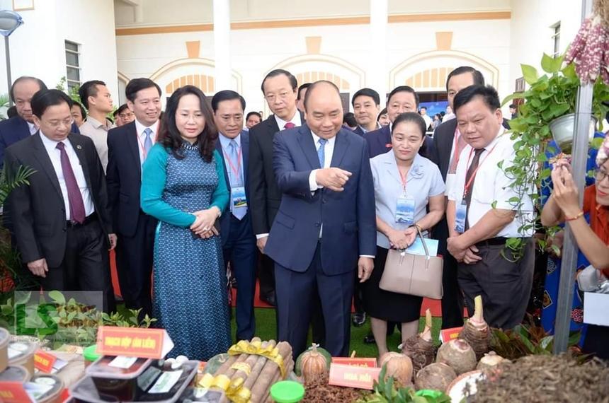 Thu-tuong-Nguyen-Xuan-Phuc-tha-5000-6455
