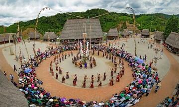 Hướng đi mới của người Cơ Tu ở Quảng Nam (Bài cuối): 'Hái ra tiền' cùng du lịch cộng đồng