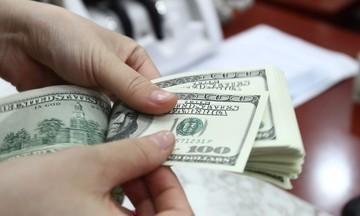 Giá vàng và USD biến động trái chiều