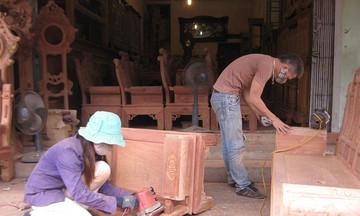 Dịch COVID-19 khiến tiêu thụ sản phẩm của các làng nghề gỗ giảm tới 90%