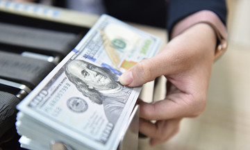 Đồng USD tăng giá, vàng miếng SJC giảm mạnh