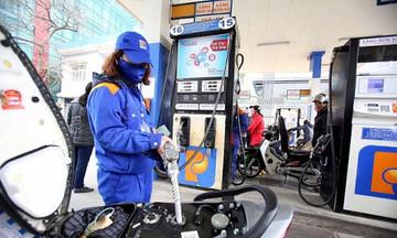 Giá xăng dầu tiếp tục tăng mạnh gần 1.000 đồng/lít/kg