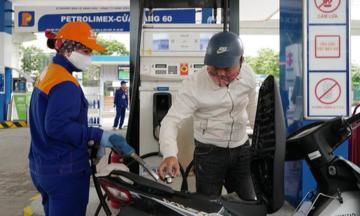 Áp lực lớn khi giá xăng dầu tăng sốc